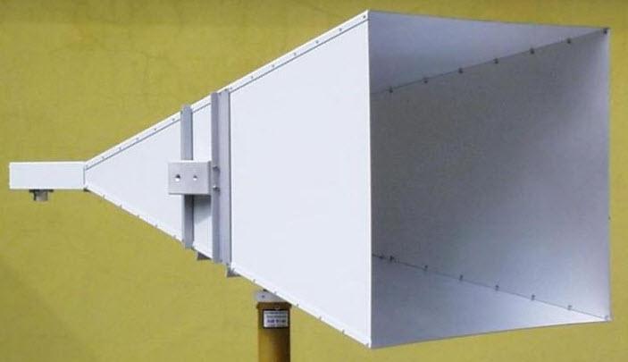 Pyramidal standard gain horn Antenna